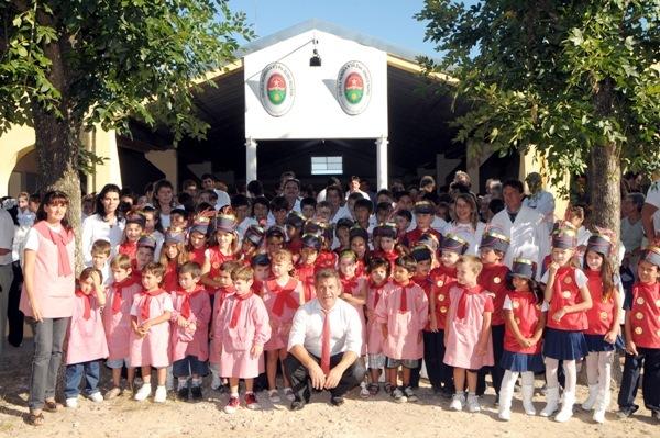 El gobernador inauguró la ampliación de la escuela de Barú