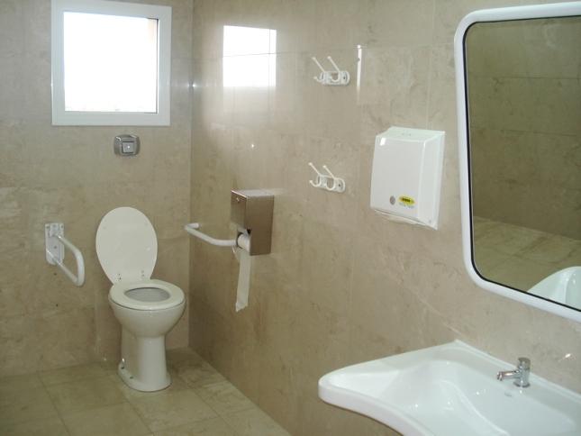 Baño General En Silla:Baños para discapacitados: la deuda de bares y restaurantes