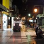 La barredora municipal no barre y… ¿rompe la peatonal?