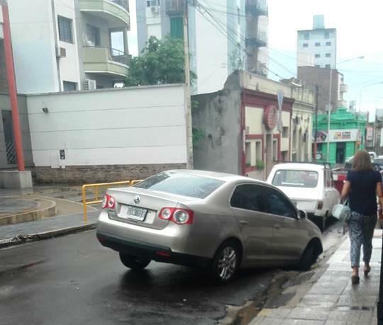 Calle Corrientes se hunde fatalmente y la Municipalidad indolente