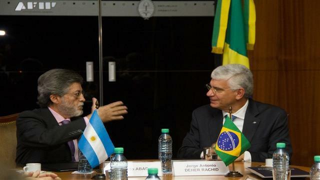 La AFIP recibirá información automática de los departamentos de argentinos en Brasil