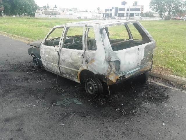 AUTO-INCENDIADO-2