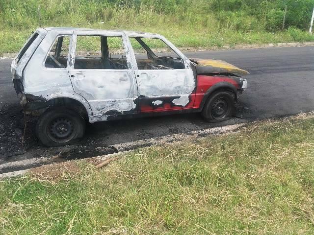 A lo largo y ancho de la ciudad siguen apareciendo autos incendiados…
