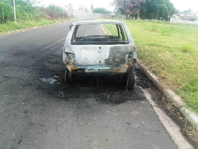 AUTO-INCENDIADO