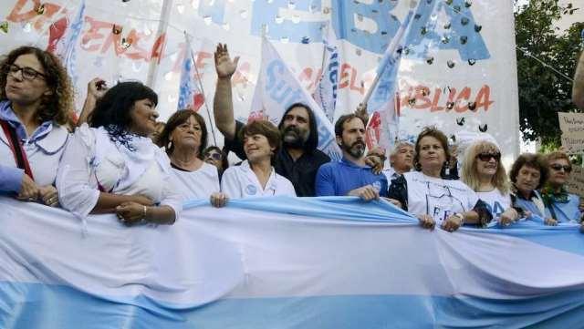 """Baradel: """"el conflicto se destraba si llaman a la paritaria nacional"""""""