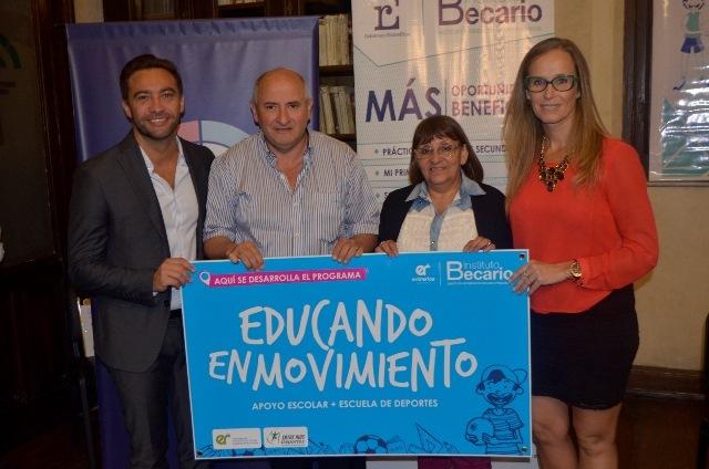 Fabricarán bibliotecas para 100 barrios de Entre Ríos