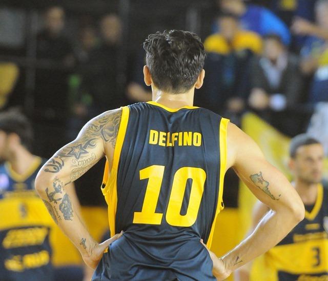 Líquido en la rodilla complica recuperación de Carlos Delfino