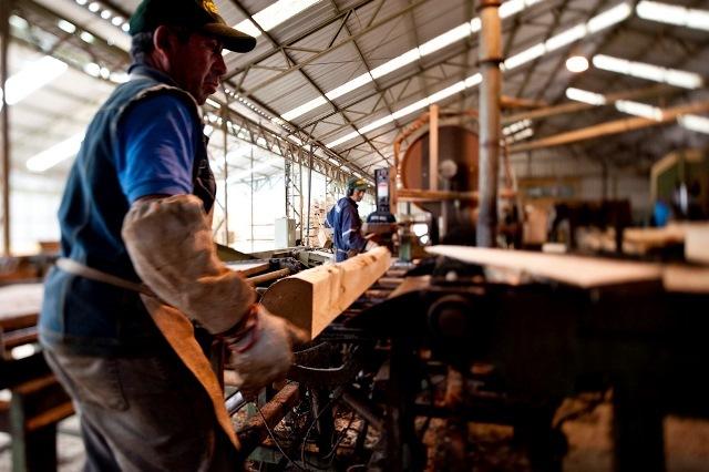 Fabricantes de muebles piden auxilio oficial para poder superar la crisis