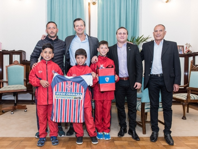 Dirigentes y legislador talenses dialogaron con el vicegobernador sobre la formación futbolística desarrollada en Sportivo Peñarol