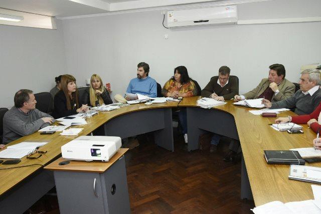 "Marco regulatorio para personal de enfermería: ministra de Salud y senadores coinciden en ""falencias e incongruencias"""