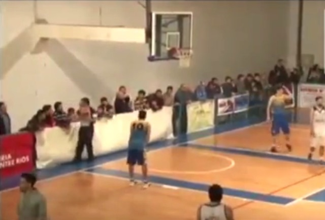 Árbitro de básquet reaccionó contra un espectador en Villaguay
