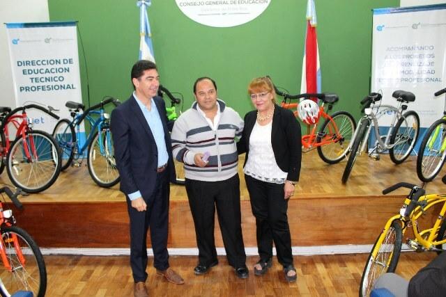 La Provincia entregó bicicletas a estudiantes de escuelas técnicas
