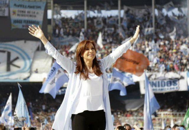 Cristina volvió a criticar al Gobierno y pidió la unidad del voto opositor