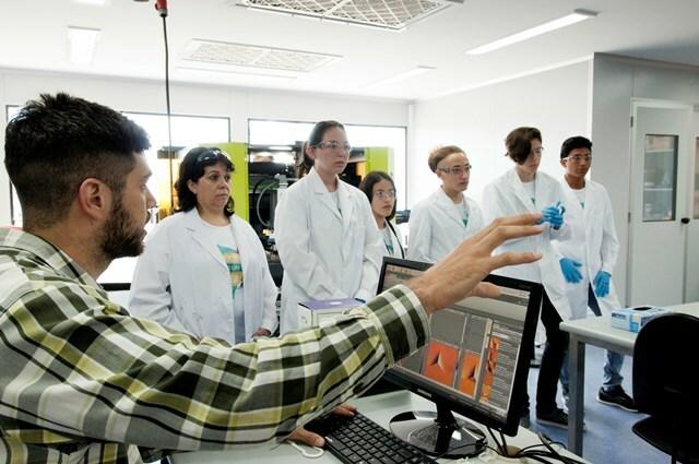 Más chicos cerca de la nanotecnología