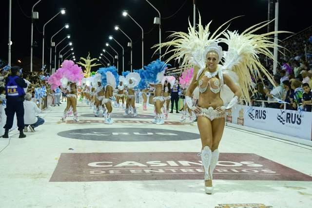 Carnaval del País: impactante marco en primera noche