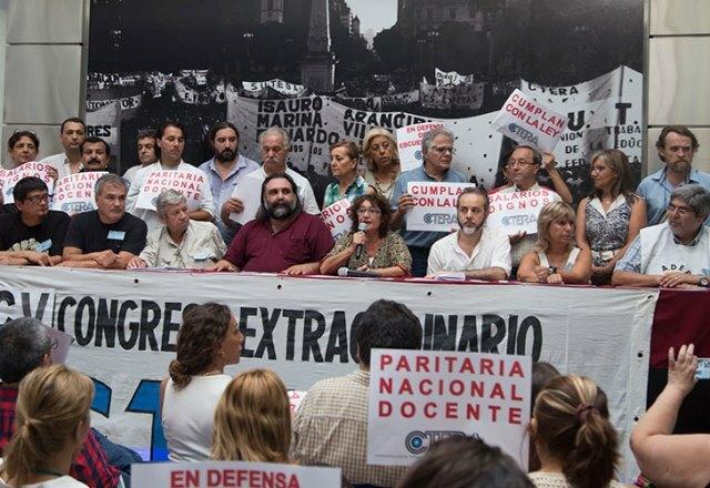 """Decreto presidencial: AGMER alerta sobre """"un nuevo atropello contra los derechos de los docentes"""""""