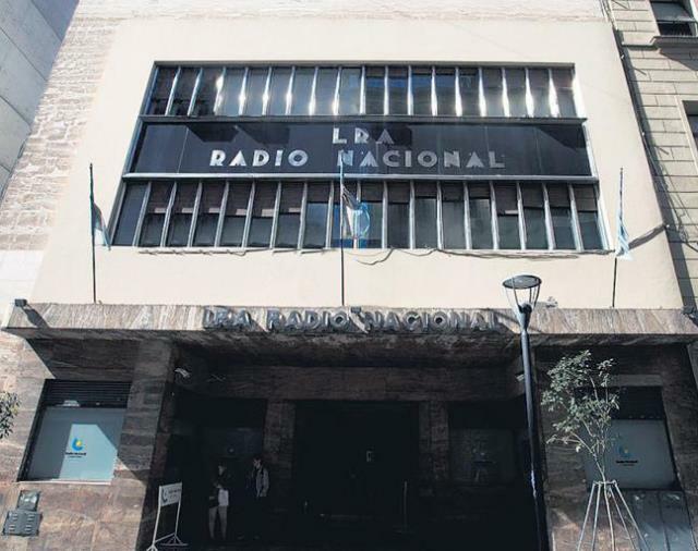 Paro total contra los despidos en Radio Nacional
