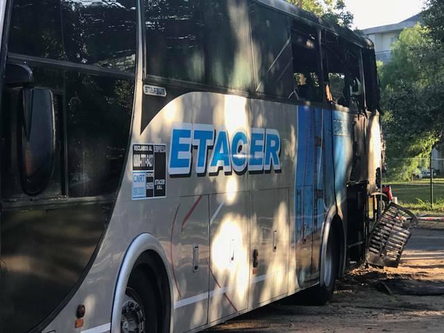 Se incendió un micro de ETACER en la Terminal de Santa Fe