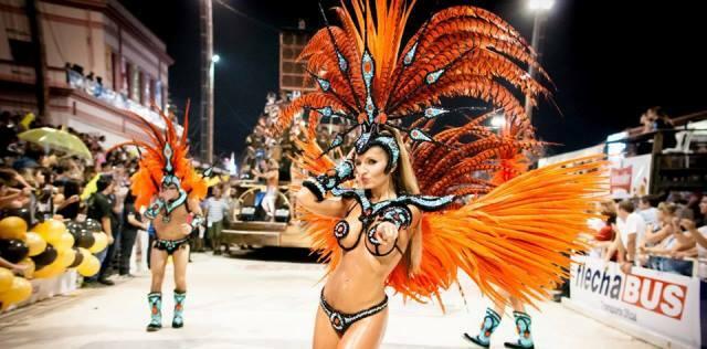 ¡Abran la pasarela, comienza el Carnaval del País!