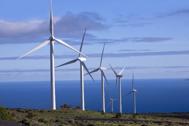 Sin licitación, el Grupo Macri compró y luego revendió seis parques eólicos