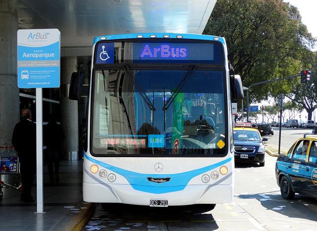 Macri beneficia a Manuel Tienda León: desactivó el servicio de ómnibus ArBus que conectaba Ezeiza con Aeroparque
