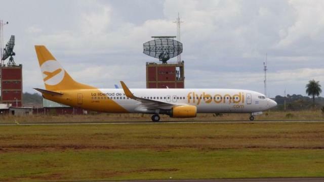 El primer vuelo de FlyBondi debió aterrizar en Ezeiza