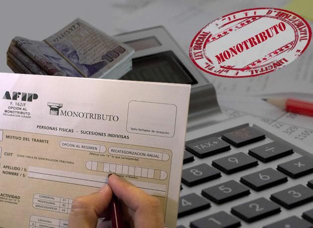 Macri estudia incrementar los aportes de monotributistas a las obras sociales