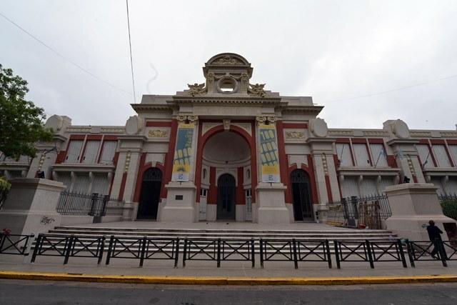 La Provincia entregó un aporte al municipio de Paraná para dársenas en la escuela Del Centenario
