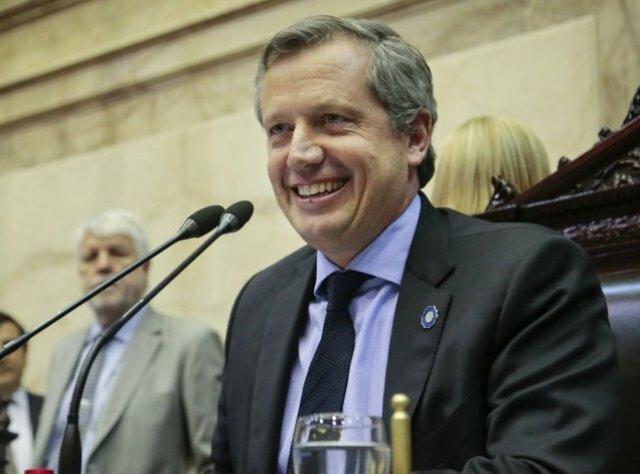 Cambiemos… La burda farsa, con aval de Macri, de los diputados nacionales