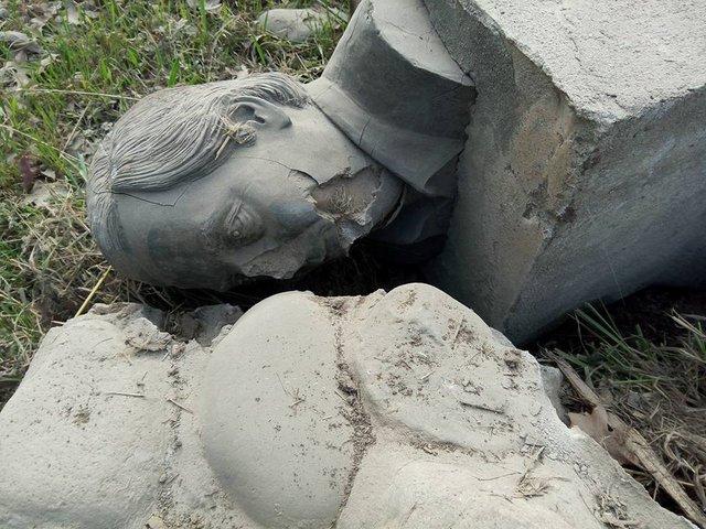 Intendente macrista destrozó un busto de Néstor Kirchner