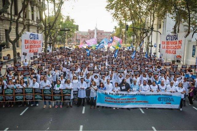 Los docentes de todo el país se suman al paro nacional y marcharán a Plaza de Mayo