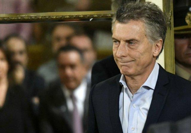Mientras se debate el aborto, Argentina volvió a endeudarse