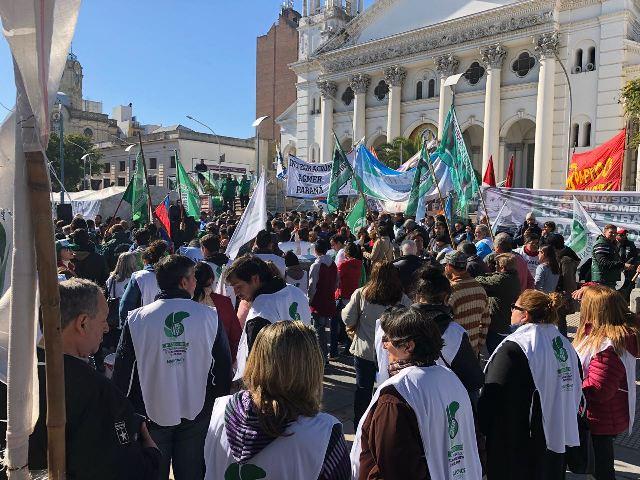 Paro: acto multisectorial en Paraná con fuerte presencia gremial pero escasa participación ciudadana