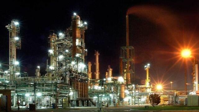Por el precio del crudo, paralizan una refinería en Bahía Blanca