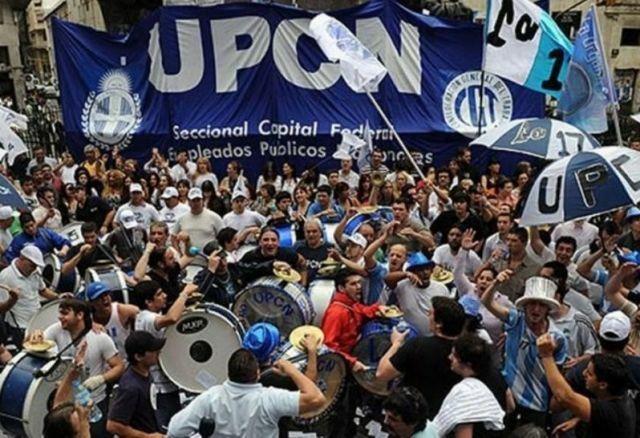 UPCN aceptó 15% en tres tramos a cambio de abrir negociación para frenar despidos
