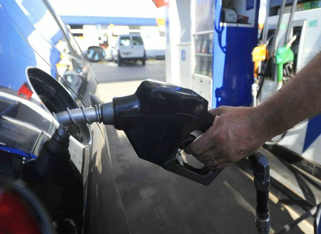 """Aumento de la nafta: ¿hay """"stockeo"""" en estaciones de servicio?"""
