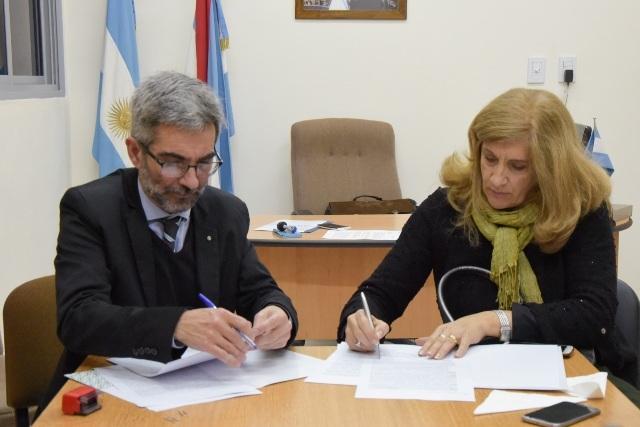El Ministerio de Gobierno y Justicia firmó un convenio con la Facultad de Ciencia y Tecnología por pasantías